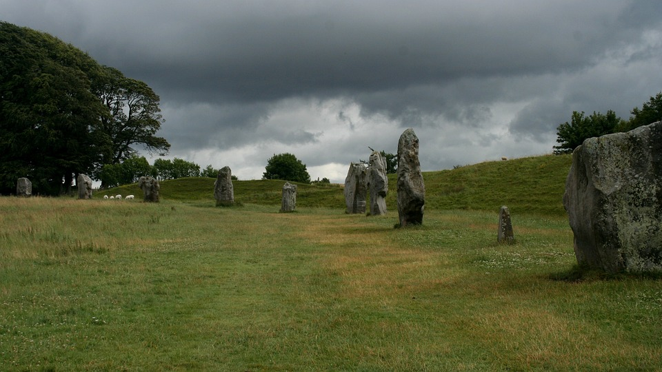 aveburystonecircle - Solve the secrets of the stones at Avebury. [ATTDT]