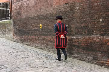 beefeater - Book a place at a 700-year-old ceremony. [ATTDT]