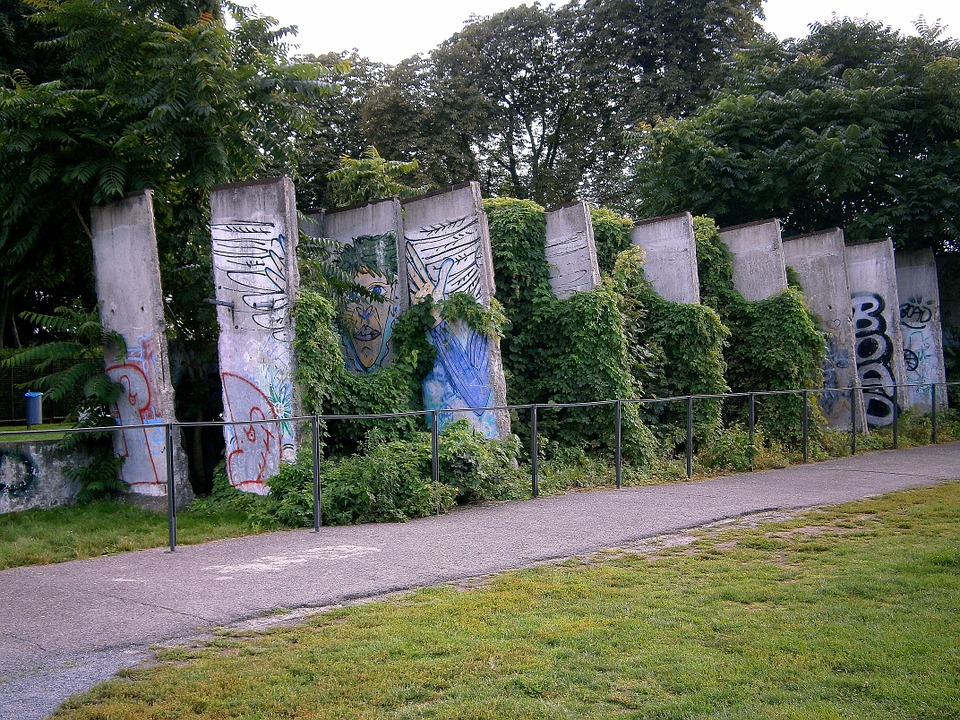 berlinwallfragments - Discover an escape at the Berlin Wall. [ATTDT]