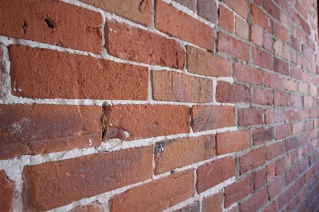brickwall - Make a brick at Bursledon. [ATTDT]