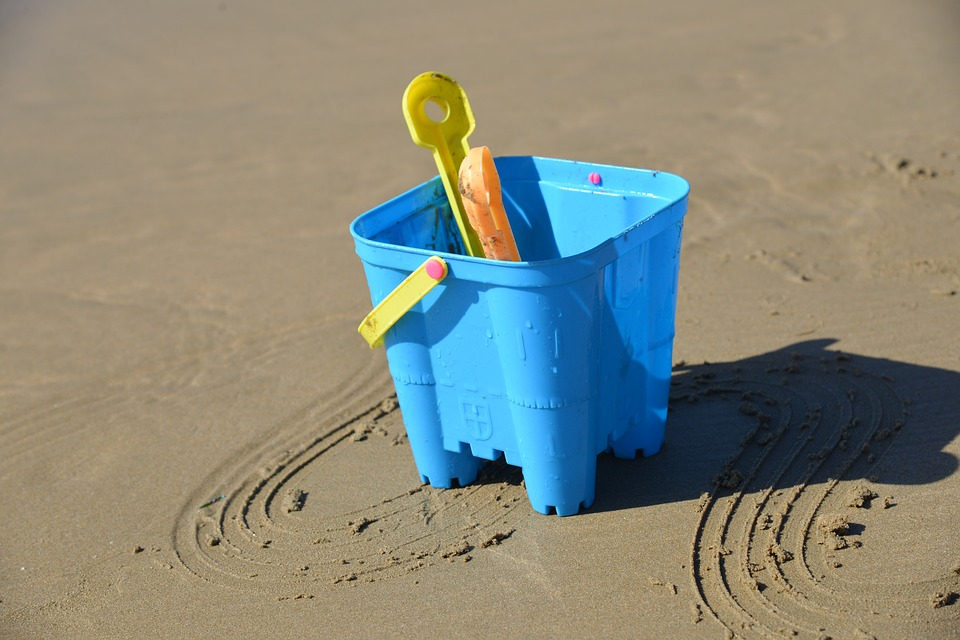 bucketspadesand - Relax on London's own beach. [ATTDT]