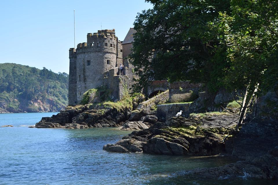 dartmouthcastle - Invade Dartmouth Castle. [ATTDT]