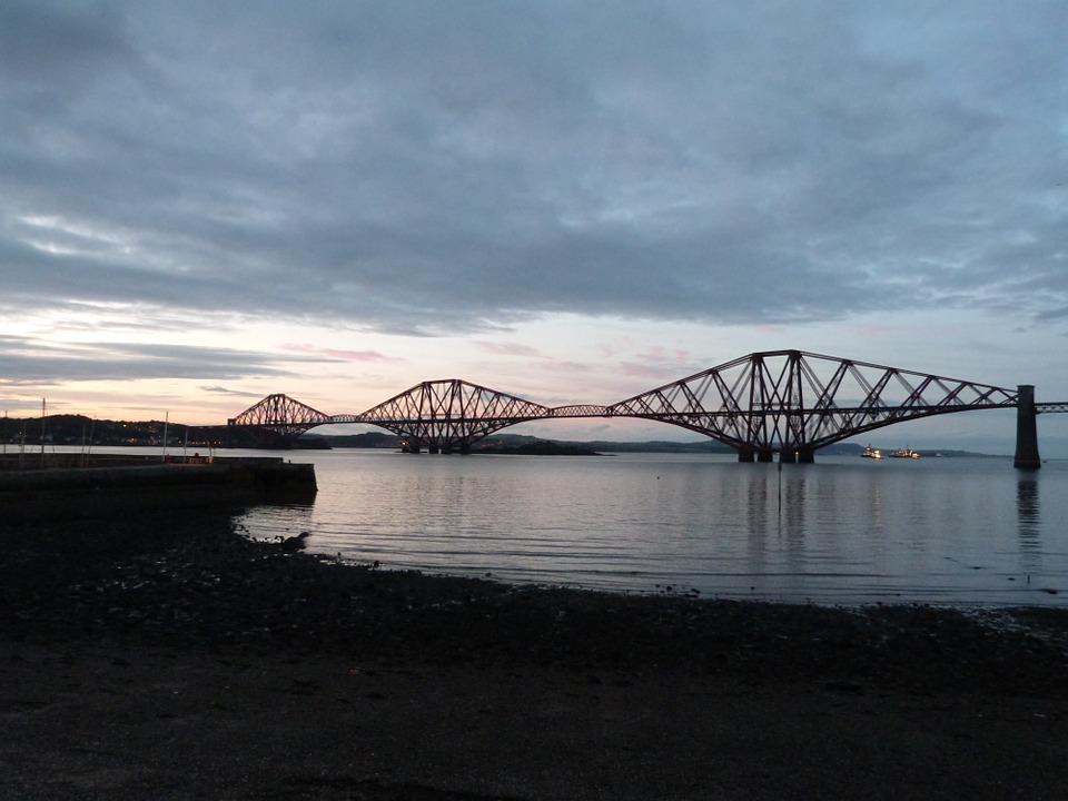 forthbridge - Discover the stories of the Forth Bridge. [ATTDT]