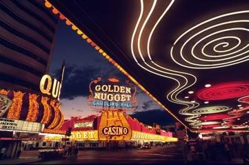lasvegasneon - Discover Vegas's historic neon. [A Thing To Do Tomorrow]