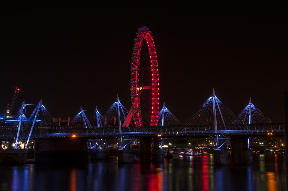 londonnighthungerfordbridge - Virtually discover the beauty of London at night. [ATTDT]