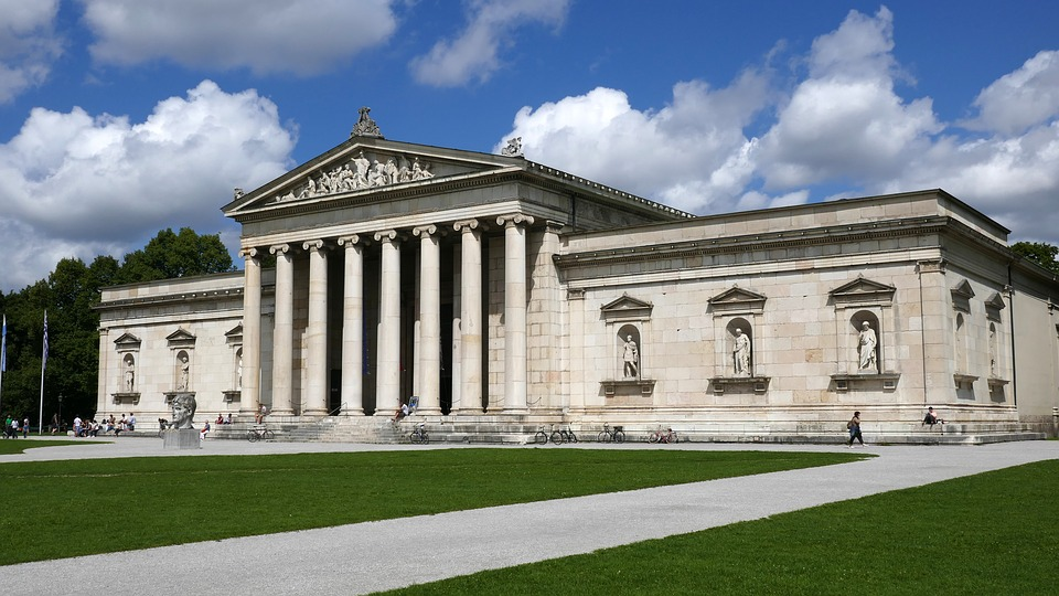 munichglyptothek - Become envious of some sculpted bodies. [A Thing To Do Tomorrow]