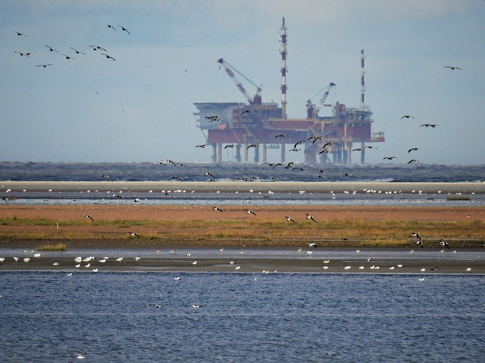 oilrig - See how oil changed Aberdeen. [ATTDT]