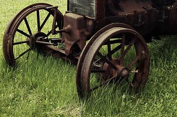 oldtractorwheels - Track down California's historic tractors. [ATTDT]