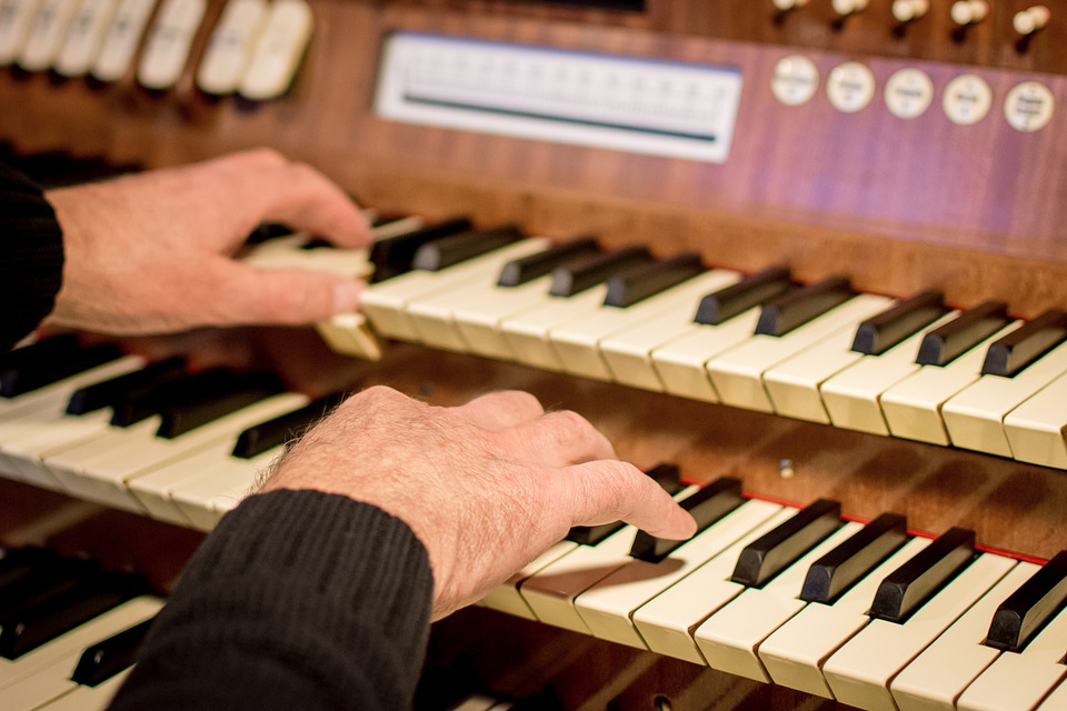 organplaying - Hear a Thursday theatre organ concert. [ATTDT]