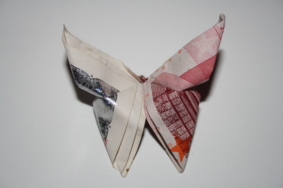 origamibutterflyeuros - Turn banknotes into butterflies. [ATTDT]