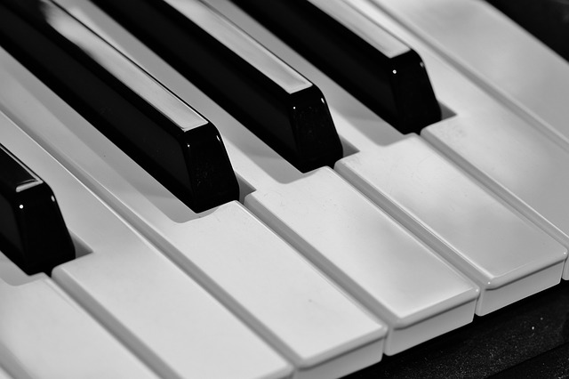 pianokeys - Play a piano with your keyboard. [ATTDT]
