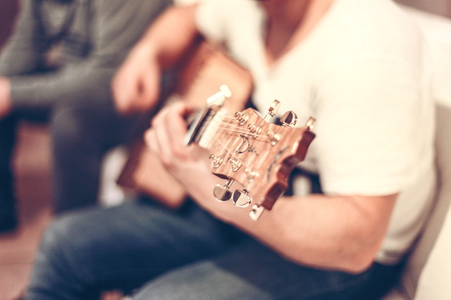 playingguitar - Hear free music at the Kennedy Center. [ATTDT]