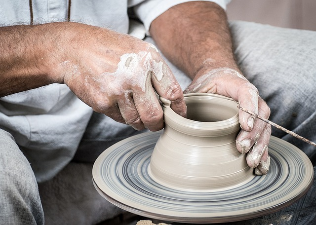 potterswheel - See pottery in action at Wedgwood. [ATTDT]