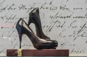 shoesdisplay - Let your feet take you to the Bata Shoe Museum. [ATTDT]