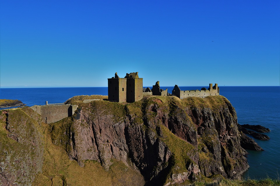 stonehavendunnottarcastle - Invade Dunnottar Castle. [A Thing To Do Tomorrow]