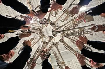 trumpets - Hear military music from the Household Division. [ATTDT]