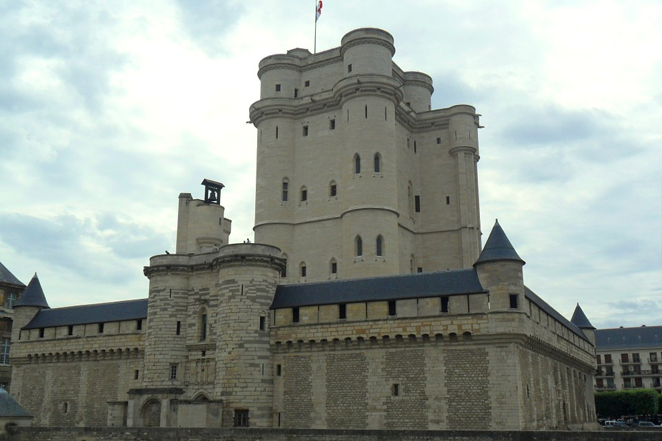 vincennescastle - Hear the stories behind the storeys in Vincennes. [ATTDT]