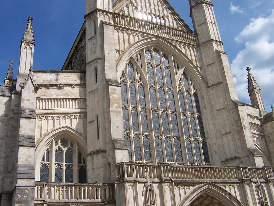 winchestercathedralwindow - Discover the secrets of Winchester Cathedral. [ATTDT]