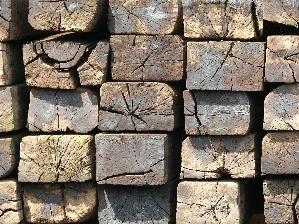woodsleepers - Watch wood worked traditionally at Combe Mill. [ATTDT]